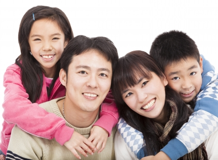 familia saludable: familia asi�tica feliz