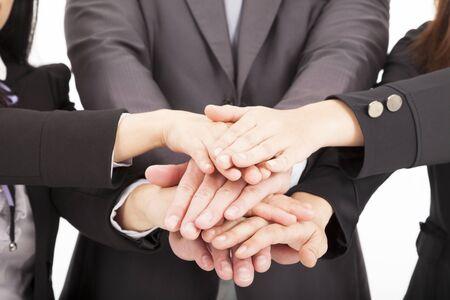 la union hace la fuerza: equipo de negocios con la mano juntos por concepto de trabajo en equipo