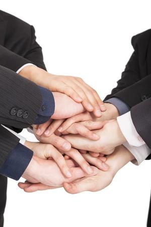 la union hace la fuerza: todas las personas de negocios mano juntos por concepto de trabajo en equipo