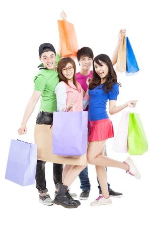 chicas de compras: grupo joven y feliz celebraci�n de las bolsas de la compra