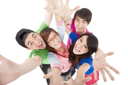 foule mains: heureux groupe de jeunes s'amusant Banque d'images