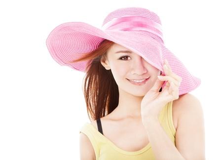 Летом улыбается женщина, изолированных на белом