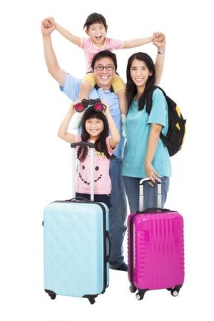 familia viaje: familia feliz con la maleta de salir de vacaciones