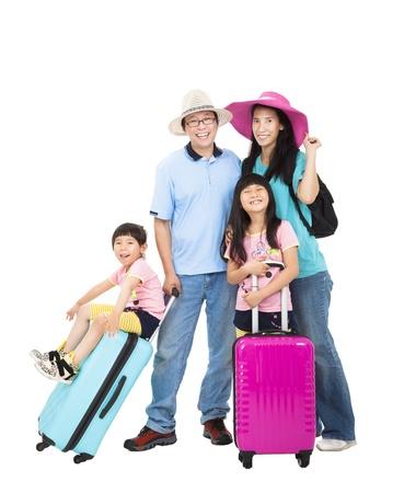familia feliz con la maleta de tomar vacaciones de verano