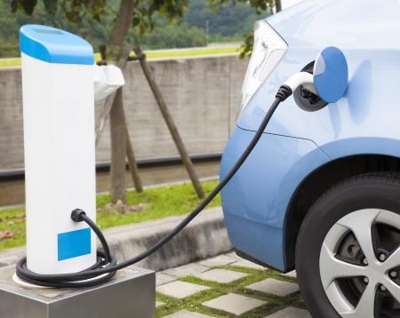 eco car: de stroomvoorziening voor het opladen van een elektrische auto