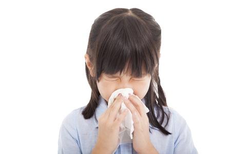 Klein meisje snuit haar neus Stockfoto