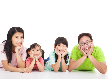 glücklich: Glückliche asiatische Familie isoliert auf weiß