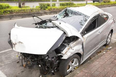 車の事故や道路難破車