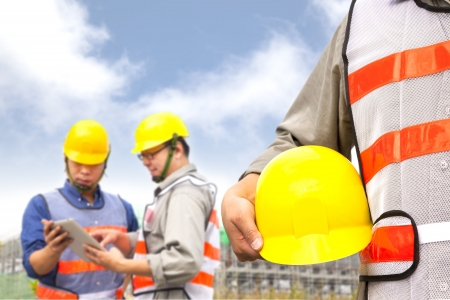supervisores: dos constructor discusi�n del proyecto con tablet pc