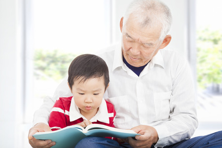 grandsons: grandfather telling story to his grandson Stock Photo