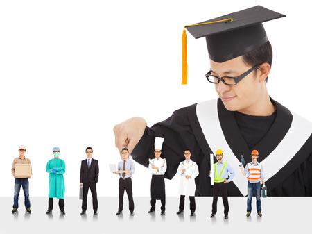 licenciado: Graduaci�n del estudiante masculino tiene diferentes carreras para elegir. Foto de archivo