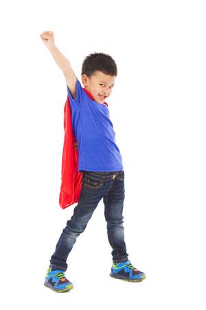 spielen: Superhelden Kind machen einen lustigen Gesichtsausdruck