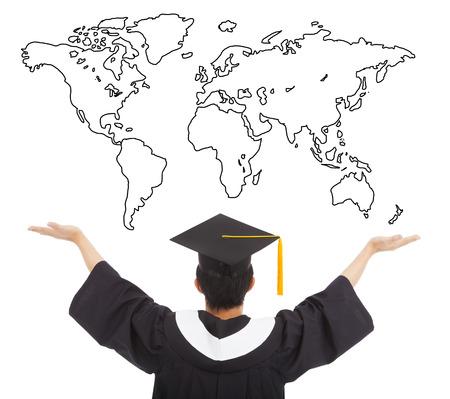 licenciatura: Estudiante de la graduación los brazos abiertos para recibir a todo el mundo el trabajo