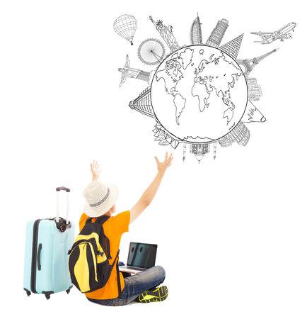 jonge man is blij te kijken naar zijn globaal reisplan Stockfoto