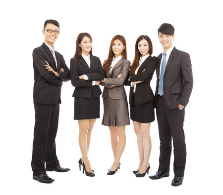 completo: exitoso equipo de negocios joven asi�tico de pie juntos