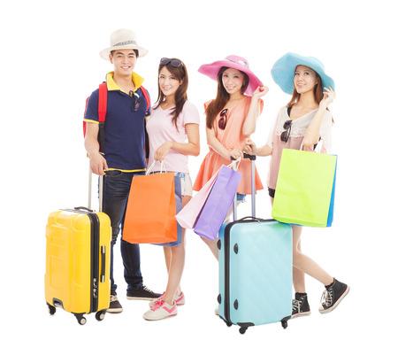 mladí lidé cestují po celém světě a nakupování
