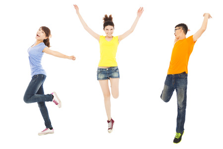 행복 젊은 사람들이 춤과 점프