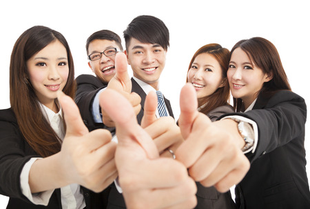 úspěšný: Šťastné úspěšné obchodní tým s palci nahoru