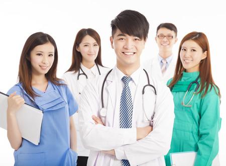 Equipe: Professionnel permanent de l'équipe de médecin sur fond blanc