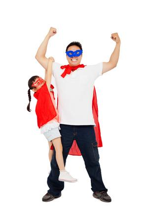 asia smile: Peque�a muchacha asi�tica que cuelga de su brazo padre con traje de superh�roe. aislado en fondo blanco