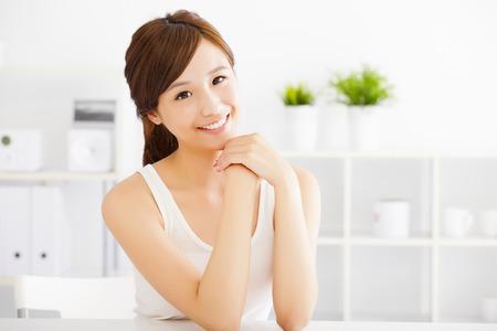 Schöne junge asiatische Frau mit sauberen Haut Standard-Bild