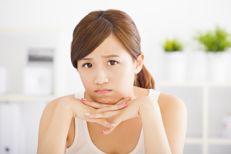 cara triste: primer triste joven mujer asiática