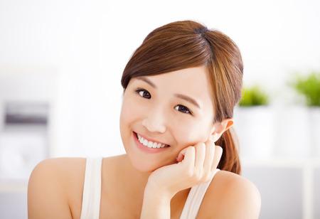fresh face: sorridente giovane donna asiatica volto Archivio Fotografico