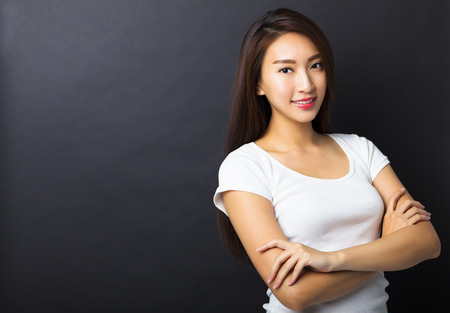 krásná mladá žena s černými zemí Reklamní fotografie