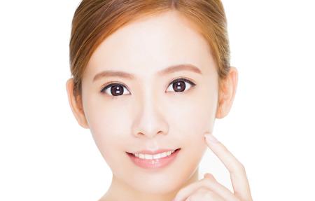 fresh face: Bella giovane donna asiatica volto