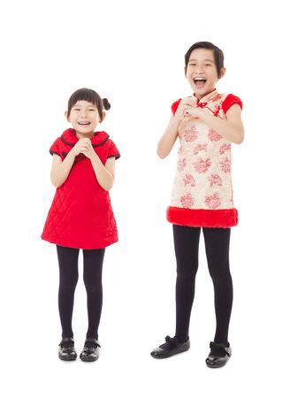 ni�os chinos: feliz a�o nuevo chino. ni�as sonrientes con gesto de felicitaci�n