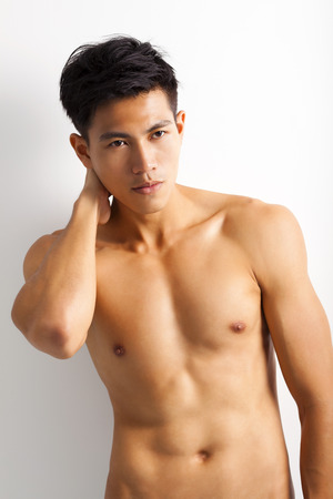 uomo nudo: Giovane asiatico sport con perfetto corpo di fitness