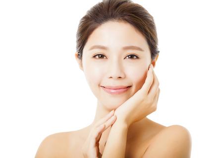 krásná mladá žena asijských tvář izolovaných na bílém Reklamní fotografie