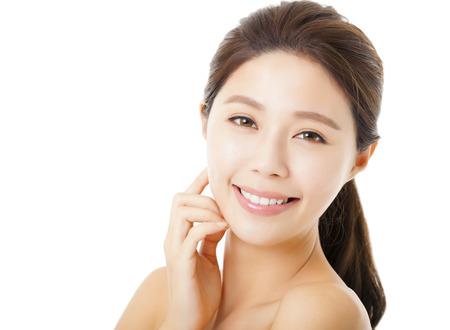 Nahaufnahme schöne junge Frau Gesicht isoliert auf weißem Standard-Bild - 34615638