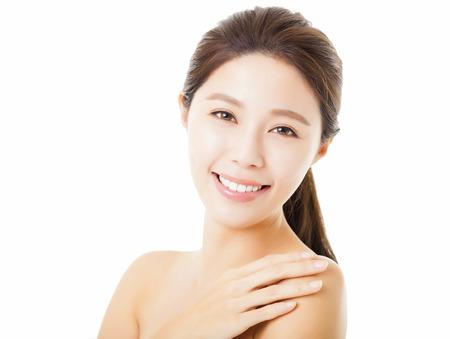 白で隔離される美しい若い女性の笑顔 写真素材 - 34629532