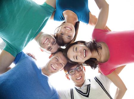 happiness: feliz grupo joven estudiante mirando hacia abajo