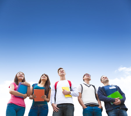 함께 서 학생들의 행복 젊은 그룹 스톡 콘텐츠