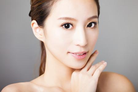 gesicht: Nahaufnahme lächelnde junge schöne Frau Gesicht