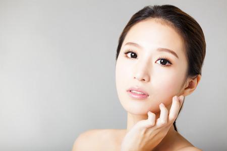 근접 촬영 젊은 아름 다운 여자 얼굴 스톡 콘텐츠 - 37185274