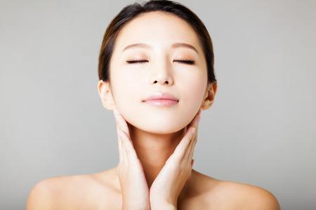 クローズ アップ若くてきれいな女性の顔 写真素材 - 37185323
