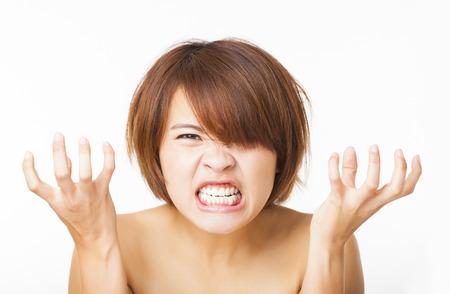 persona enojada: Primer mujer joven enojado y gritando gritando