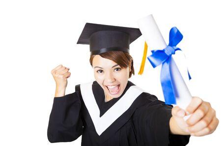 graduacion: vista desde arriba feliz mujer joven que sostiene el diploma de graduarse