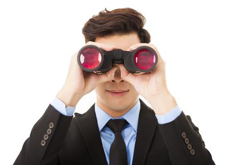 teleskop: Geschäftsmann sucht mit dem Fernglas und Suchen