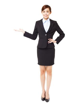 full length: volledige lengte jonge zakenvrouw met het tonen gebaar Stockfoto