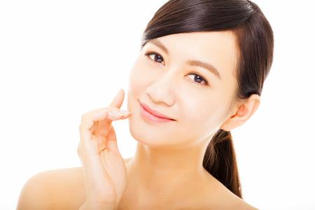 美しさ: クローズ アップ美しいアジアの若い女性に直面します。 写真素材