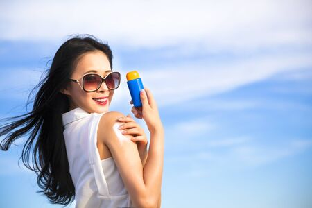 sun protection: young woman applying sun protection lotion Stock Photo