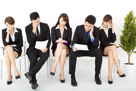 面接を待っているビジネス人々 をストレスします。