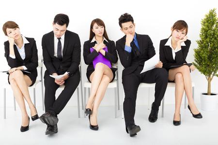 entrevista: la gente de negocios aburrido en espera de la entrevista Foto de archivo