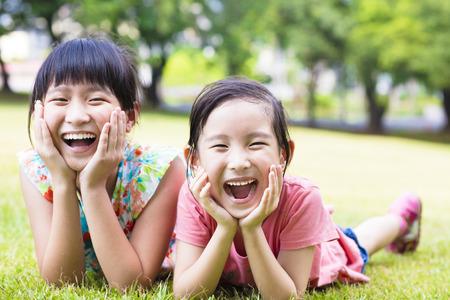 クローズ アップ草の上幸せな女の子 写真素材