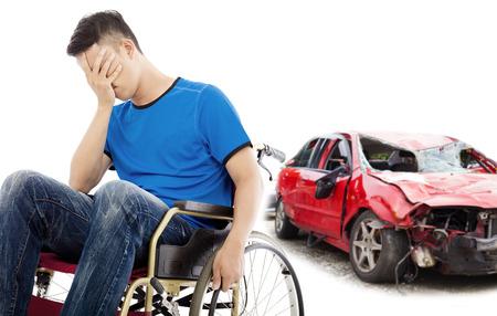 discapacidad: el estr�s y el paciente para discapacitados con el concepto de accidente de coche Foto de archivo