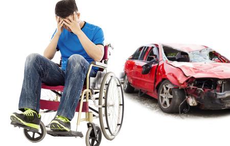 sillon: el estrés y el paciente para discapacitados con el concepto de accidente de coche Foto de archivo
